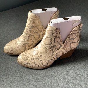 NIB SO Barb Bonesnake Ankle Boots size 5